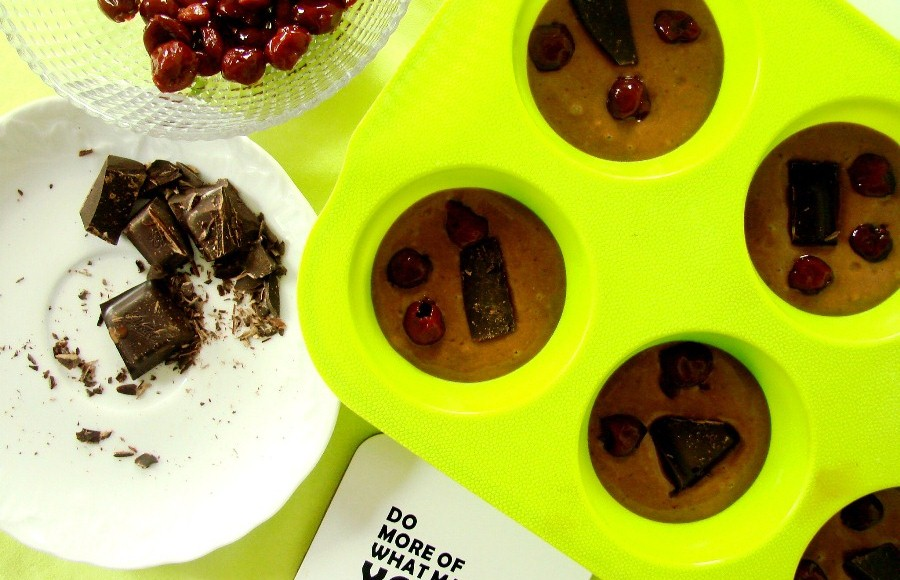 Muffinki z wiśniami i czekoladą