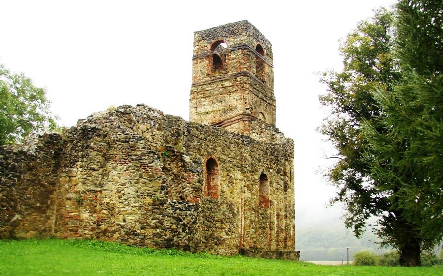 Ruiny Monasteru w Krasnym Brodzie