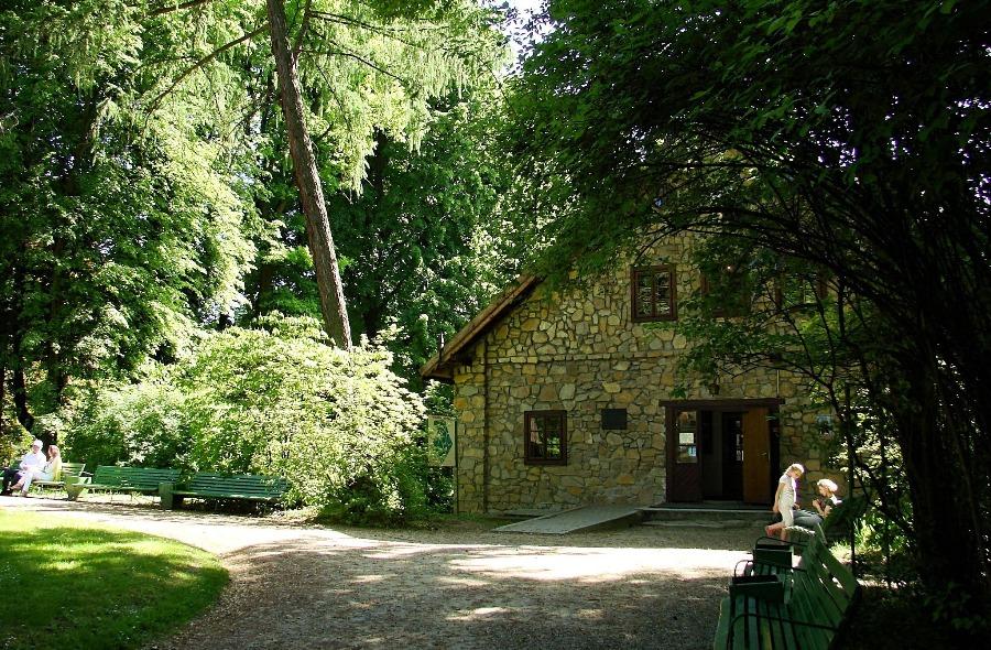 Muzeum w Żarnowcu; kasa.