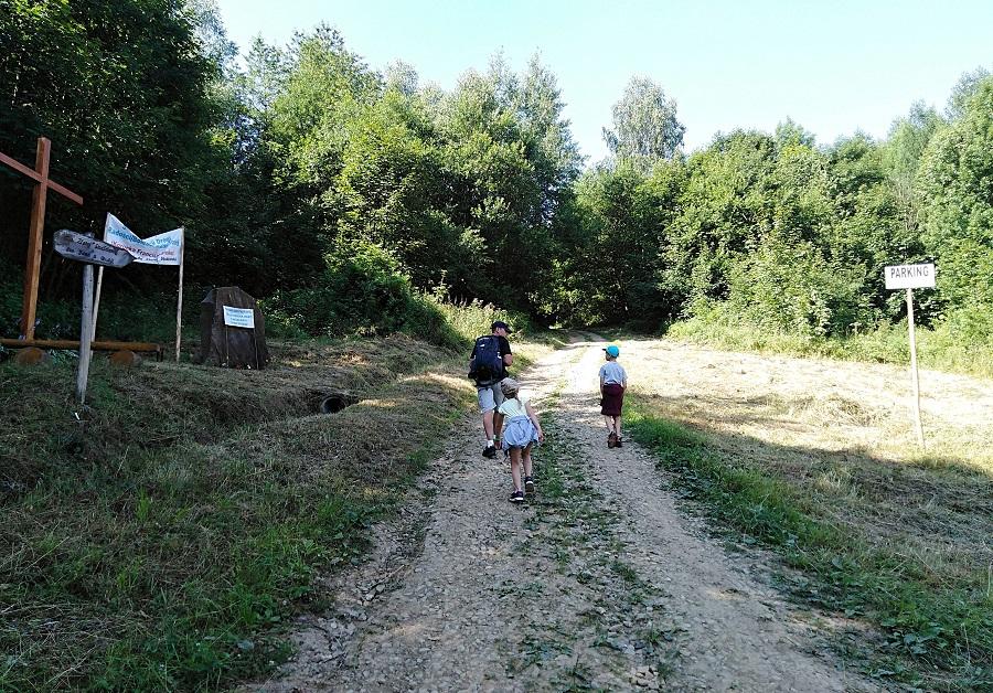 Początek szlaku do Złotej Studzienki św. Jana z Dukli